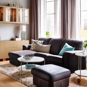 Мягкая мебель с темной обивкой