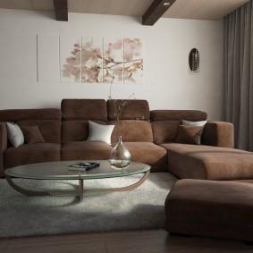 Темная мебель в квадратной гостиной