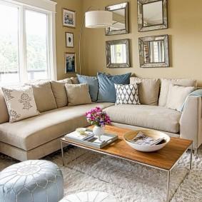 Угловой диван с тканевой обивкой