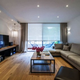 Гостиная комната с ламинатом на полу