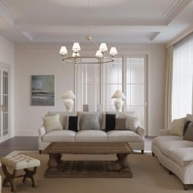 Светлые стены в гостиной неоклассического стиля