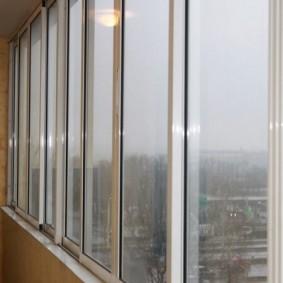 Узкие окна холодного остекления
