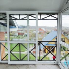 Раздвижные окна от пола до потолка балкона