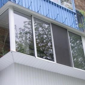 Раздвижная система остекления на балконе пятиэтажного дома