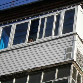 Наружная обшивка балкона на последнем этаже