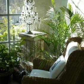 Комфортное место для отдыха на балконе в зимнее время