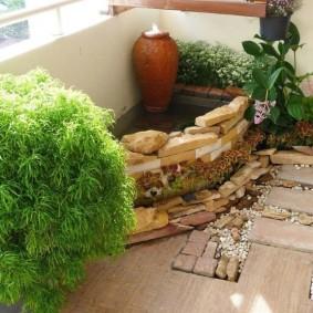 Мини-сад камней в интерьере балкона
