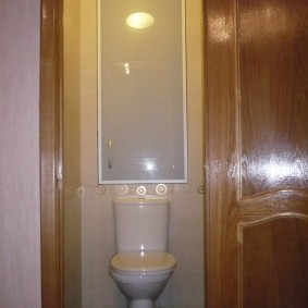 Матовое стекло на дверце сантехнического шкафа