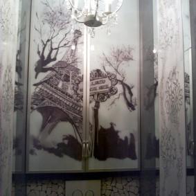 Красивый рисунок на распашных створках шкафчика