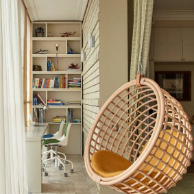 Плетенное кресло с креплением на потолке