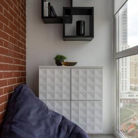 Подвесной шкафчик с красивыми фасадами