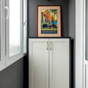 Окраска стен лоджии в серый оттенок