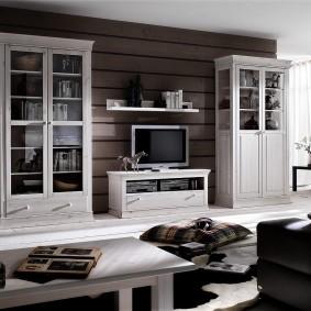 Деревянные шкафы в современной гостиной