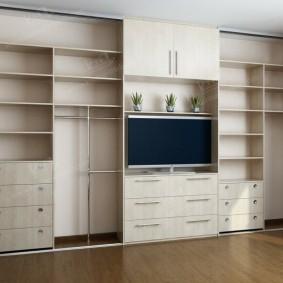 Встроенная мебель по размерам стены в гостиной