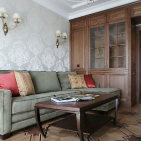 Коричневый шкаф в зале с угловым диваном