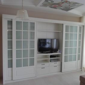 Современный шкаф с местом для телевизора