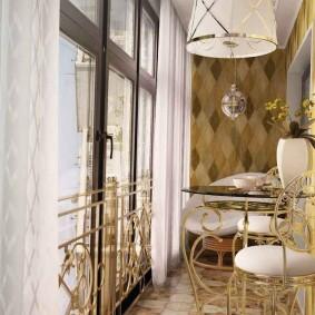 Узкая лоджия с красивыми шторами