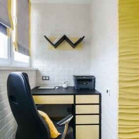 Письменный стол на узкой лоджии