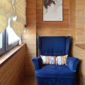Деревянная обивка теплого балкона