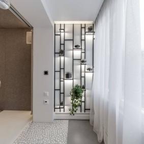 Легкие гардины на балконе в спальне