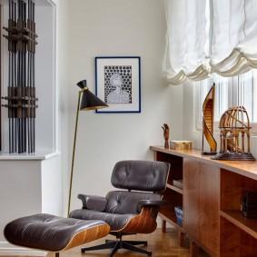 Короткие шторы на лоджии в квартире