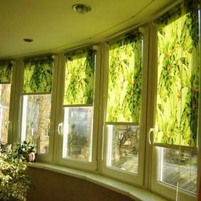 Зеленые шторы рулонной конструкции