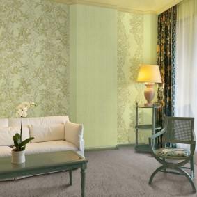 Деревянная мебель зеленого цвета