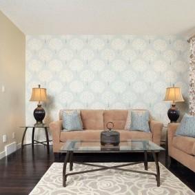Маленькая гостиная комната с двумя диванами