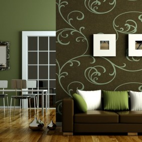 Дизайн гостиной комнаты с темными стенами