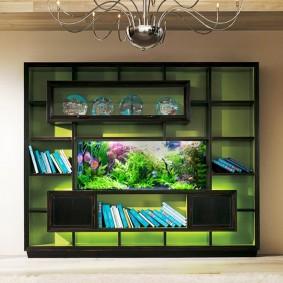 Стенка со встроенным аквариумом в гостиной комнате