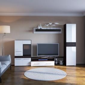Шкаф-пенал в комплекте мебельной стенки