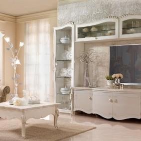 Мини-стенка в гостиной классического стиля
