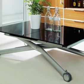 Передвижной столик в гостиную комнату