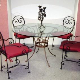Стеклянный столик на кованном каркасе