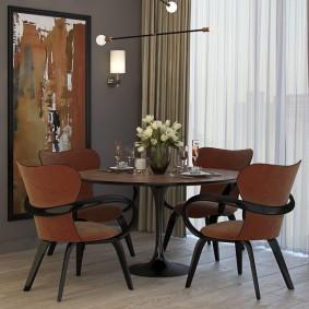 Коричневые стулья в гостиную современного стиля