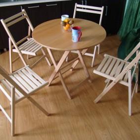 Складные стульчики из сосновых дощечек