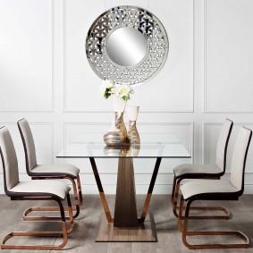 Стол для обедов в гостиной неоклассического стиля