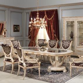 Роскошная мебель в гостиной комнате классического стиля