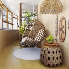 Плетенное кресло на теплой лоджии
