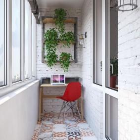 Красный стул на балконе с утеплением