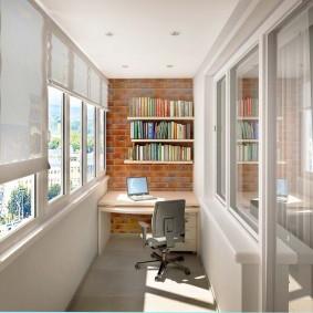 Книжные полки на балконе с утеплением