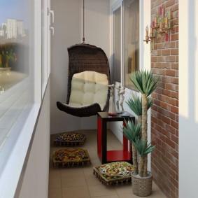 Подвесное кресло на узком балконе