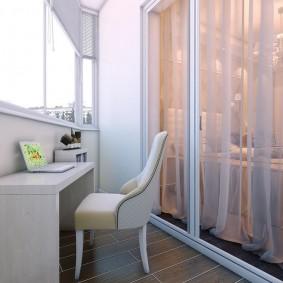 Панорамное окно между балконом и спальней