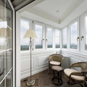 Оформление балкона в неоклассическом стиле