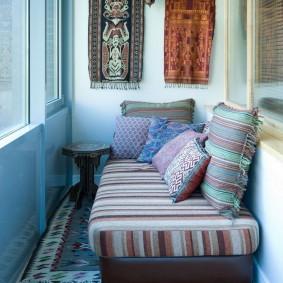 Интерьер балкона в восточном стиле
