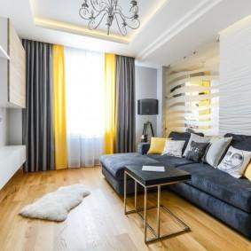 Желтые шторы в комбинации с серыми портьерами