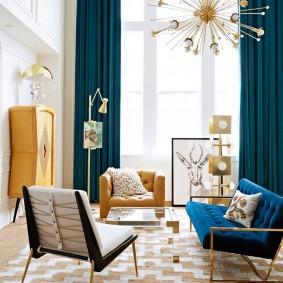 Фото синих штор в интерьере гостиной