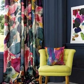 Шикарная расцветка штор в гостиной комнате
