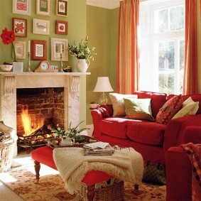 Декорирование гостиной комнаты с камином