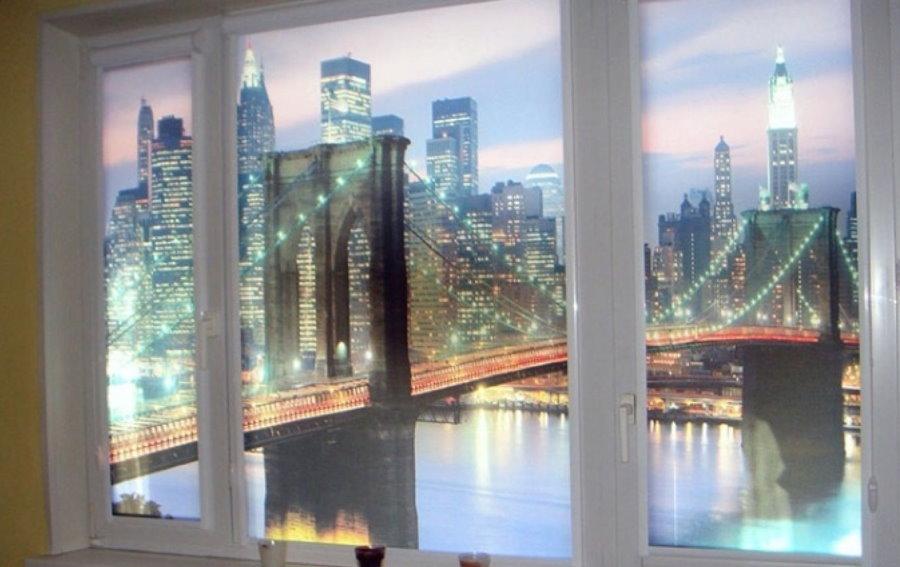 Рулонные шторы с фотопечатью на балконных окнах